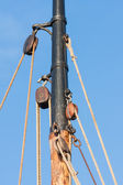 Mast and rigging from old wooden sailing ship — Stock Photo