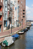 New residential area from Amsterdam along a canal with small boa — Stock Photo