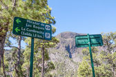 Traffic sign for walkers in the mountains of La Palma, Canary Islands — Zdjęcie stockowe