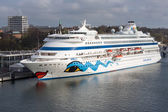 KIEL, GERMANY - APRIL 27: A big passenger ship with unknown tourists is moored in the harbor on April 27, 2013 in the harbor of Kiel, Germany — Foto Stock