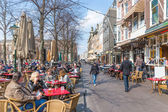 THE HAGUE, THE NETHERLANDS - MARCH 27: Unknown people take a drink at the terraces of Het Plein near the Dutch Government buildings on March 27, 2014 in The Hague, the Netherlands — Stock Photo