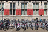 Bicycles in front of an old Dutch historic building — Stock Photo