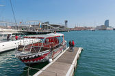 Harbor Barcelona with tourists and a tourist vessel — Foto Stock