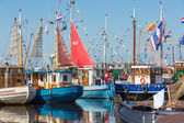 Fishing day decoratedl fishing ships in the harbor of Urk, the Netherlands — Stock Photo