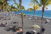 Sunbathing people at beach La Palma Island, Spain — 图库照片