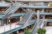 People shopping in the Dutch indoor shopping mall Villa Arena — Stock Photo
