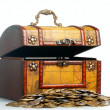Opened antique wooden treasure chest with coins. — Stock fotografie