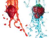 Truskawki w splash — Zdjęcie stockowe