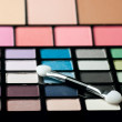 Makeup brush and cosmetic powder — Stock Photo