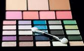 Makeup brush and cosmetic powder — Stock Photo