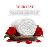 Rolled white towel and roses and rose petals — Stock Photo