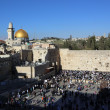 Golden dome mosque and the Wailing Wall — Stock Photo