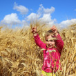 Little girl in rye wheat field — 图库照片
