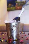 Champanhe em um balde de gelo — Foto Stock