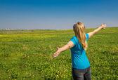 Young women enjoying the summer field — Stock Photo