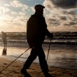 Man cultivating Nordic Walking on the beach — 图库照片