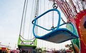 Carousel sandalye gökyüzü — Stok fotoğraf