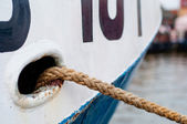 Ship hawse on white hull with mooring ropes — Stockfoto