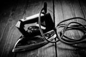 Ferro elétrico antigo, retoque no estilo retrô. phot preto e branco — Foto Stock