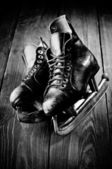 Old skates. Black and white photography — Stock Photo