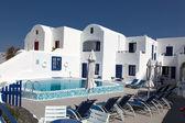 Villa e piscina — Fotografia Stock