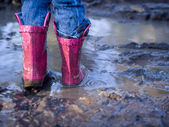 Mud puddle fun — Stock Photo