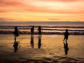 Kids playing on beach — Stock Photo