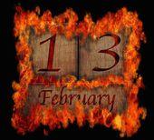 Calendário de madeira queimando, 13 de fevereiro. — Fotografia Stock