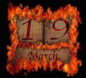 Brandende houten kalender 19 maart. — Stockfoto
