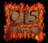 Brandende houten kalender 5 maart. — Stockfoto