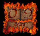 Burning wooden calendar May 9. — Stock Photo