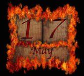 Brandende houten kalender 17 mei. — Stockfoto