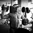 Bodybuilder training gym — Stock fotografie