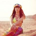 Luxurious beautiful fashionable woman on the beach — Stock Photo #15450933
