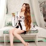 mujer de lujo en interior de moda — Foto de Stock