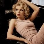 Luxury rich woman like Marilyn Monroe — Stock Photo #27084895