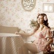 Woman sitting in a room with a vintage interior — Foto de Stock