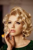 Luxury rich woman like Marilyn Monroe — Stock Photo