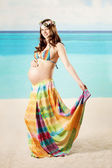 Pregnant woman on the beach — Stock Photo