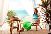 Pregnant woman on the beach in bungalow — Stock Photo