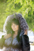 Young woman in winter park — Stock Photo