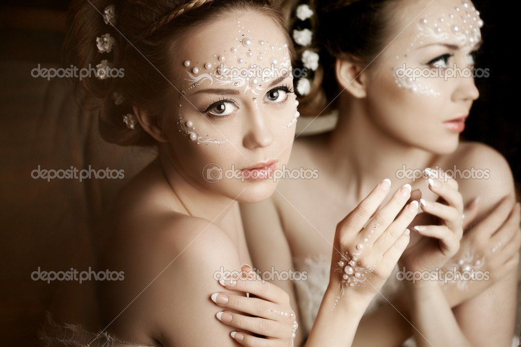 珍珠的创意化妆的女人