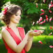 Beautiful woman with a flower in the hairstyle — Foto Stock