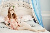 寝室で美しい女性 — ストック写真