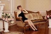 Lüks iç şık kadın — Stok fotoğraf