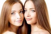 красота портрет два красивых молодых женщин — Стоковое фото