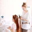 Hair stylist makes the bride before the wedding — Stock Photo