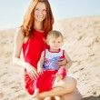 Beauty Mom and baby outdoors. Happy family playing on the beach. — Stock Photo