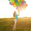 Sunny and positive energy of nature. Young beautiful girl on the — Stock Photo