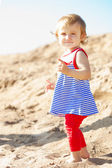 Cute little baby girl on the beach — Stockfoto